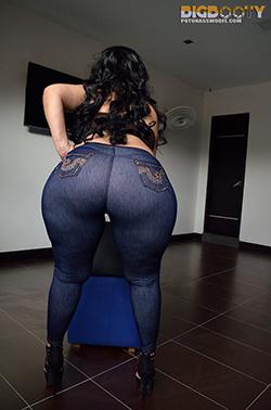 Sexy culo en pantalon de cuero - 1 3